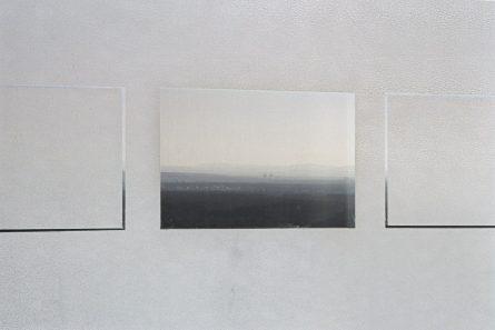 2004_Demarcation_Fenster-Ausschnitt_Installation_Frankfurt_DresdnerBank