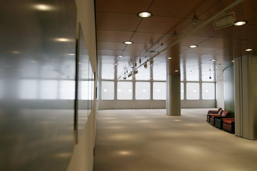 2004_Demarcation_Fenster-Reihe_Installation_Frankfurt_DresdnerBank