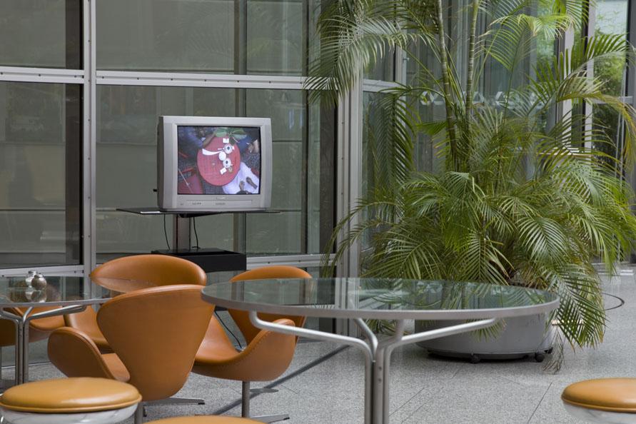 2011_Monitor_CommerzBank-Lobby_Frankfurt_Doku_891x594