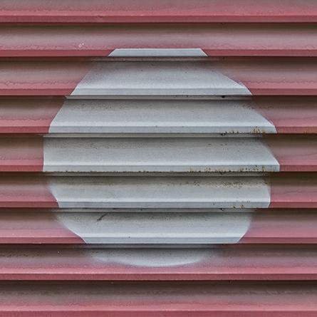 MartinaWolf_2018_OF-WALL_CircularShapes_SheetMetal_red-grey_2